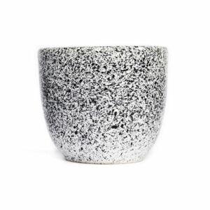 Bílo-černý kameninový šálek ÅOOMI Mess, 200 ml