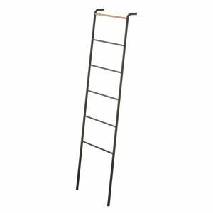 Černý dekorativní žebřík s detailem z bukového dřeva YAMAZAKI Tower Ladder