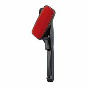 Černo-červený kartáč na odstranění chlupů s rotační hlavicí Wenko Twist